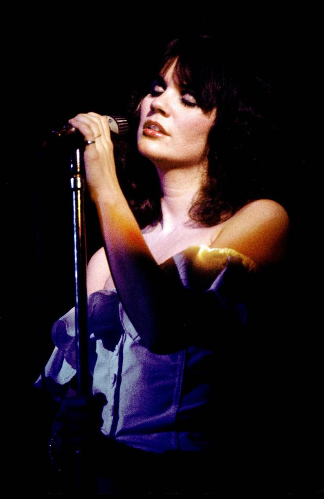 Ronstadt onstage in the mid-'70s. | Richard E. Aaron/Redferns