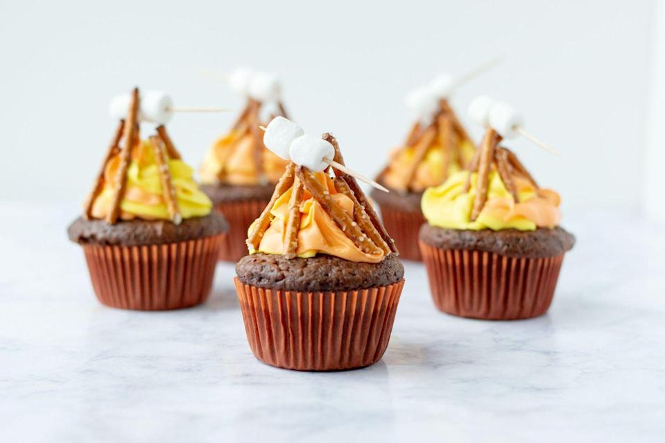 """<p>Turn a batch of chocolate cupcakes into mini campfires with flame-colored frosting, pretzel sticks, mini marshmallows, and toothpicks! </p><p><strong>Get the recipe at <a href=""""https://lifefamilyjoy.com/how-to-decorate-campfire-cupcakes"""" rel=""""nofollow noopener"""" target=""""_blank"""" data-ylk=""""slk:Life Family Joy"""" class=""""link rapid-noclick-resp"""">Life Family Joy</a>.</strong></p><p><a class=""""link rapid-noclick-resp"""" href=""""https://go.redirectingat.com?id=74968X1596630&url=https%3A%2F%2Fwww.walmart.com%2Fsearch%2F%3Fquery%3DMIXING%2BBOWLS&sref=https%3A%2F%2Fwww.thepioneerwoman.com%2Ffood-cooking%2Frecipes%2Fg36343624%2F4th-of-july-cupcakes%2F"""" rel=""""nofollow noopener"""" target=""""_blank"""" data-ylk=""""slk:SHOP MIXING BOWLS"""">SHOP MIXING BOWLS</a></p>"""