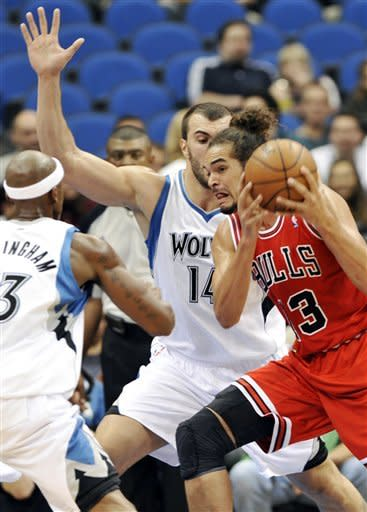 Chicago Bulls' Joakim Noah, right, looks for assistance as he is pressured by Minnesota Timberwolves' Dante Cunningham, left, and Nikola Pekovic, center, of Montenegro, in the first half of an NBA preseason basketball game, Saturday, Oct. 13, 2012, in Minneapolis. (AP Photo/Jim Mone)