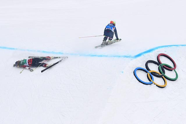 PYEONGCHANG-GUN, SOUTH KOREA – FEBRUARY 23: India Sherret (L) of Canada crashes during the Freestyle Skiing Ladies' Ski Cross 1/8 Finals on day fourteen of the PyeongChang 2018 Winter Olympic Games. (Getty Images)