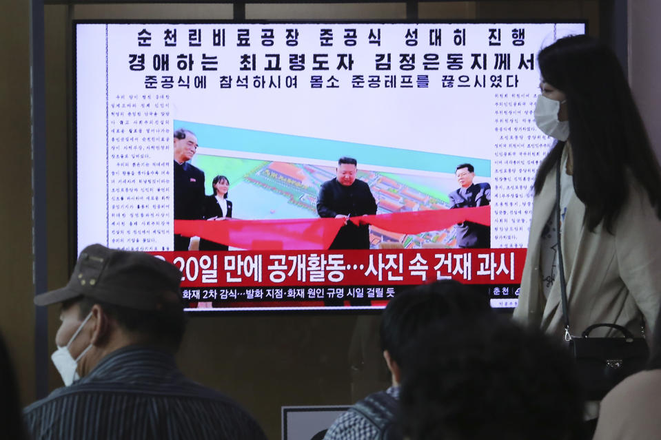 "People watch a TV showing an image of North Korean leader Kim Jong Un during a news program at the Seoul Railway Station in Seoul, South Korea, Saturday, May 2, 2020. Kim made his first public appearance in 20 days as he celebrated the completion of a fertilizer factory near Pyongyang, state media said Saturday, ending an absence that had triggered global rumors that he was seriously ill. The sign reads: ""Kim Jong Un attended a ceremony marking the completion of a fertilizer factory."" (AP Photo/Ahn Young-joon)"