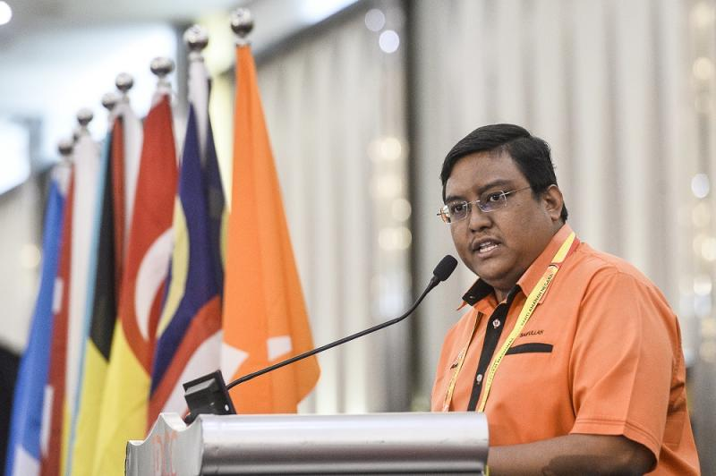 Penang delegate Mohd Saifullah Abd Nasir speaks during the 2019 Parti Amanah Negara National Convention in Shah Alam on December 6, 2019. ― Picture by Miera Zulyana