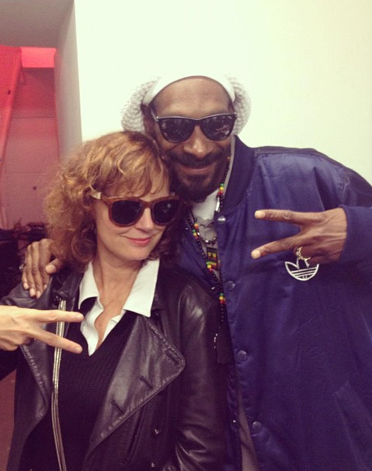 """<p class=""""MsoNormal""""><span style="""""""">If you loved """"Thelma and Louise,"""" just wait till you see who's replacing Geena Davis in the new version. """"<span class=""""comment-text"""">Snoop n Louise!! Tha sequel ! Stay ready,""""</span> Snoop tweeted on Tuesday along with this picture of him and actress Susan Sarandon. The two goofed around together at the launch tournament for Entertainment Arts' new game FIFA 13 at SPiN New York, the ping pong bar Sarandon co-owns. (9/24/2012)<br></span></p>"""
