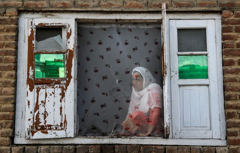 FILE PHOTO: The Wider Image: Barricades and books in restive Kashmir neighbourhood