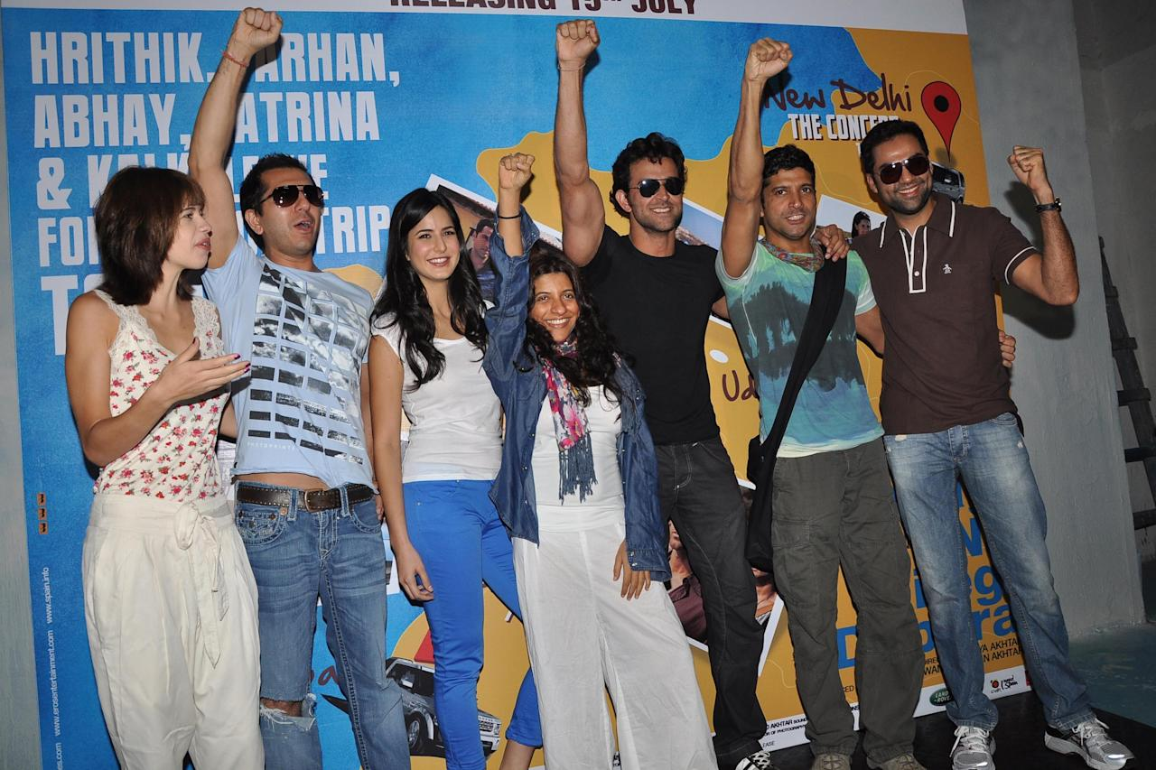 So this morning at 8 a.m, Hrithik Roshan, Farhan Akhtar, Abhay Deol, Katrina Kaif, Zoya Akhtar (director) and Ritesh Sidhwani (producer) took off on a road trip adventure from Mumbai to Delhi to be completed in four days. The stars will be driving cross-country, stopping at various cities, Gujarat and Rajasthan being two major states en route