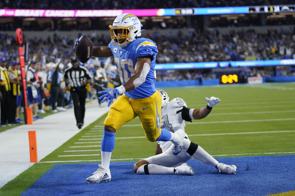 Los Angeles Chargers running back Austin Ekeler scores a touchdown at the end of the first half. (AP Photo/Marcio Jose Sanchez)
