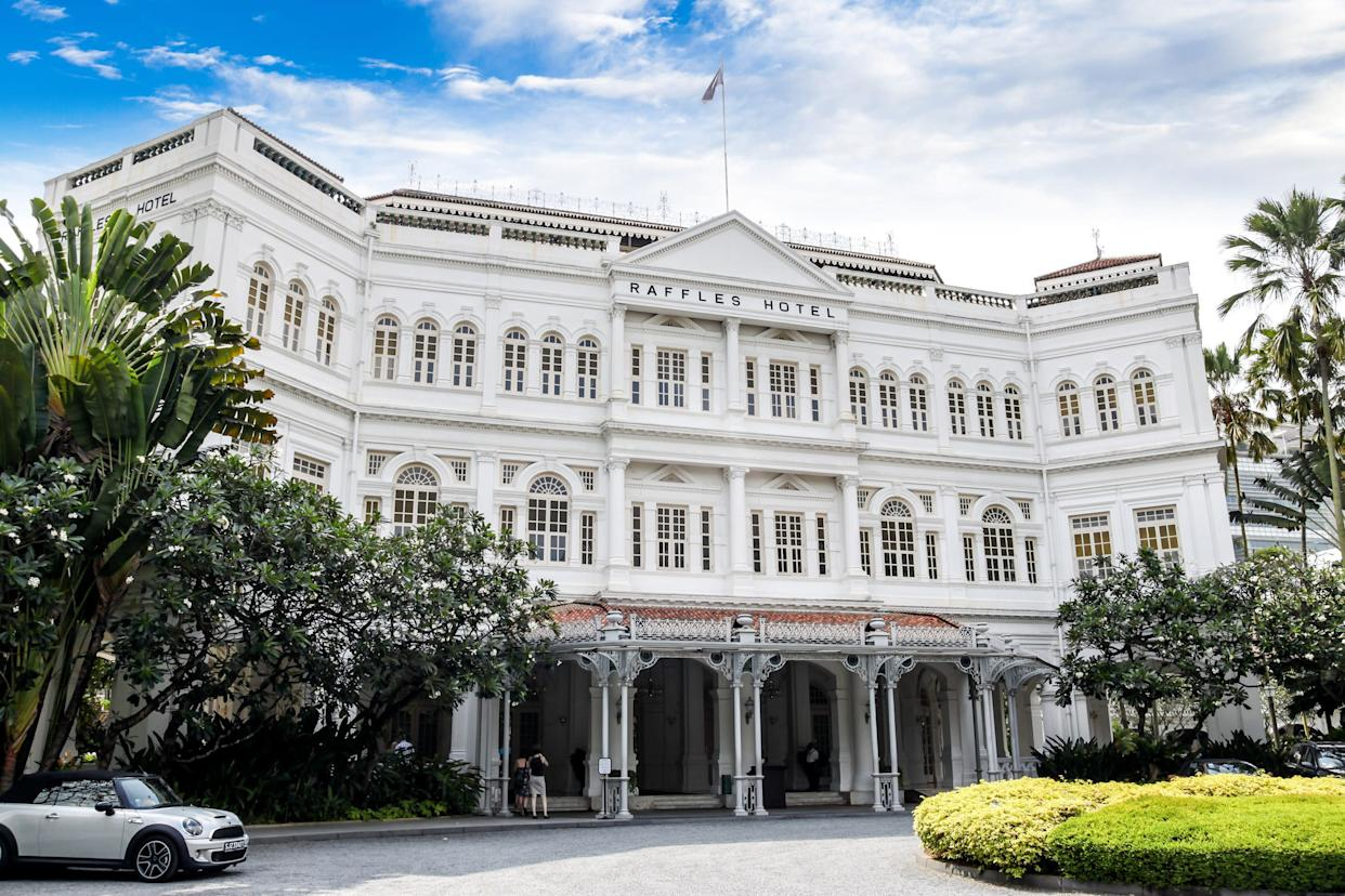 """Peik Lin wants to take Rachel and Kerry to the&nbsp;<a href=""""https://www.raffles.com/singapore/"""" rel=""""nofollow noopener"""" target=""""_blank"""" data-ylk=""""slk:Raffles Hotel"""" class=""""link rapid-noclick-resp"""">Raffles Hotel</a>, where the Singapore Sling was invented, but Nick deems it """"too touristy."""""""