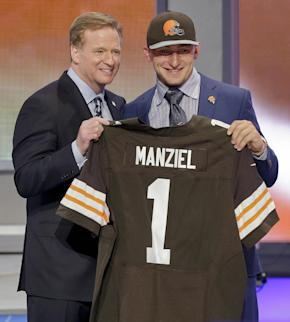 How many underclassmen will hear their names called during the 2015 NFL  draft  (AP cf78669c65c