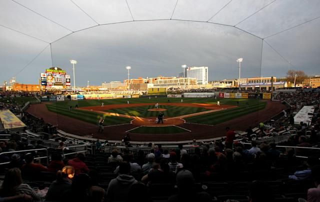 """The Birmingham Barons, double-A affiliate of the <a class=""""link rapid-noclick-resp"""" href=""""/mlb/teams/chi-white-sox/"""" data-ylk=""""slk:Chicago White Sox"""">Chicago White Sox</a>, have started a new tradition of waving to patients at the Children's Hospital of Alabama during the 7th inning stretch. (AP Photo/Butch Dill)"""