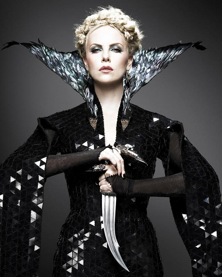 """<a href=""""http://movies.yahoo.com/movie/contributor/1800019484"""">Charlize Theron</a> in Universal Pictures' <a href=""""http://movies.yahoo.com/movie/1810091323/info"""">Snow White and the Huntsman</a> - 2012"""