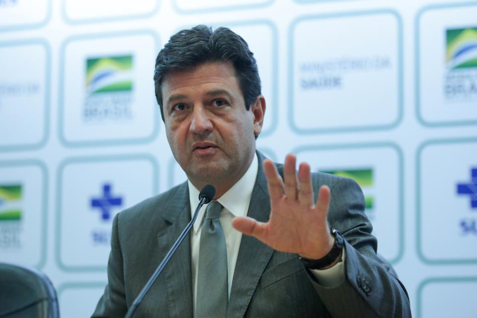 BRASILIA, BRAZIL - MARCH 17:   Brazilian Minister of Health Luiz Henrique Mandetta speaks during a press conference to give updates about the Coronavirus (COVID-19) Outbreak in Brazil, at the ministry of Health on March 17, 2020 in Brasilia, Brazil. (Photo by Andre Coelho/Getty Images)