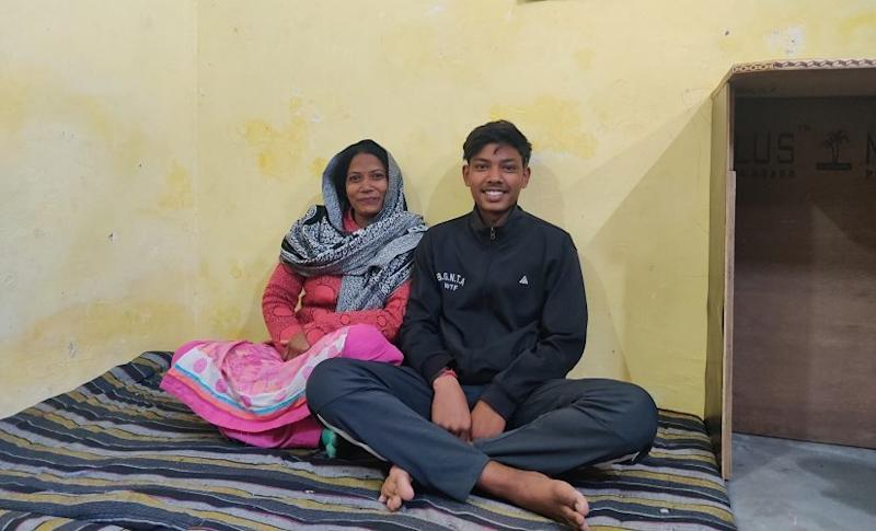 Seema with her 14-year-old son Varun who studies at the Sarvodaya Secondary School in Vasant Vihar. Image/Parth MN