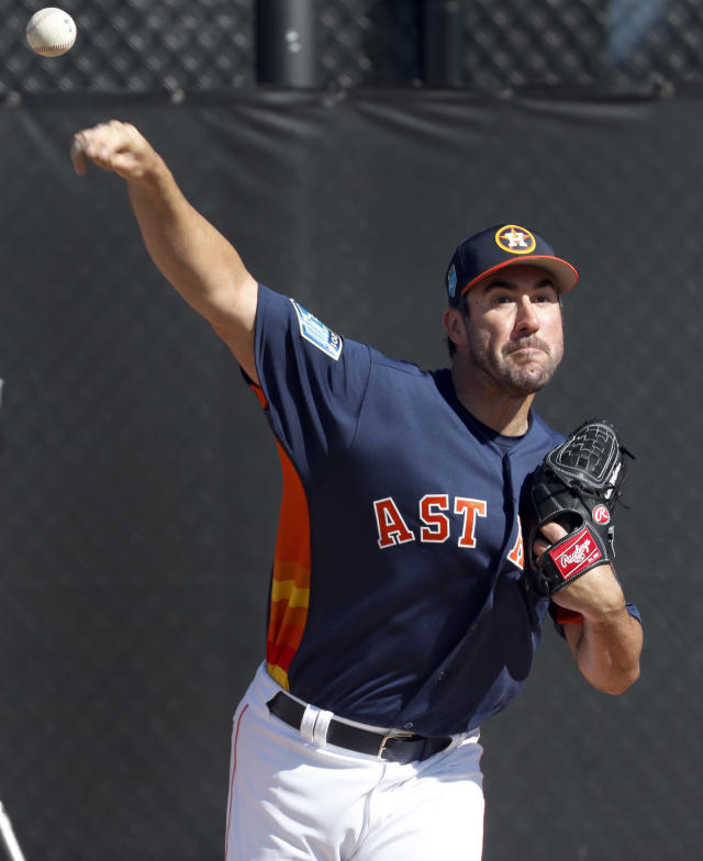 Houston Astros pitcher Justin Verlander throws a bullpen session during spring training baseball practice Thursday, Feb. 15, 2018, in West Palm Beach, Fla. (AP Photo/Jeff Roberson)