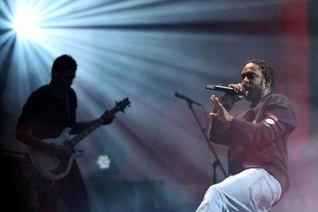 FILE PHOTO: Kendrick Lamar performs at the Global Citizen Festival at Central Park in Manhattan, New York, U.S., September 24, 2016. REUTERS/Andrew Kelly/File Photo