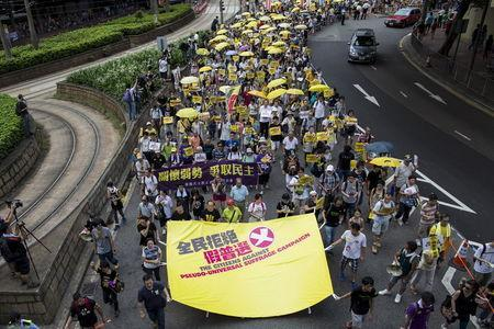 Pro-democracy protesters march to demand that lawmakers reject a Beijing-vetted electoral reform package for the city's first direct chief executive election in Hong Kong, China June 14, 2015. REUTERS/Tyrone Siu