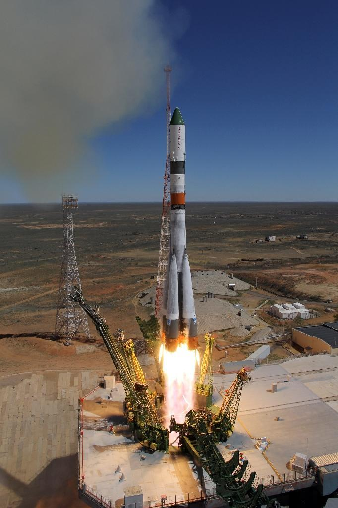 Russia's Progress M-27M cargo ship blasts off from the launch pad at the Russian-leased Baikonur cosmodrome in Kazakhstan on April 28, 2015 (AFP Photo/)