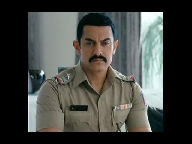 <b>3. Aamir in Talaash</b><br> It seems there's something extra special about the police uniform. And when our Bollywood stars wear them, it feels all the more good. Aamir Khan looked elegant in his latest release, 'Talaash' in which he played a troubled cop investigating a murder case.
