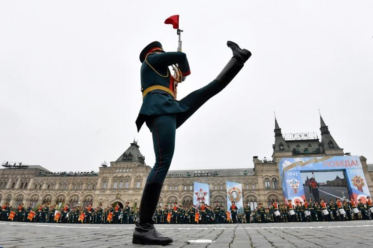 Russia virus peak 'passed', Putin orders WWII parade in June