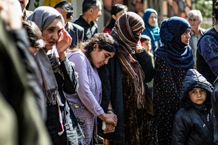 Women and children, rescued from the Islamic State group in April, wait at the Syrian Kurdish-run group Yazidi House to board buses to return to Iraq (AFP Photo/Delil SOULEIMAN)