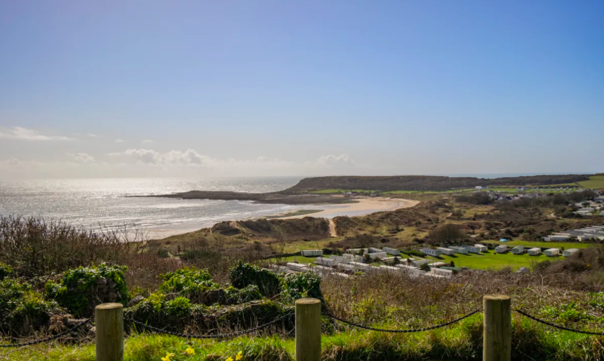 <p>Just look at those glorious sea views! Imagine waking up to the glistening ocean everyday... </p>