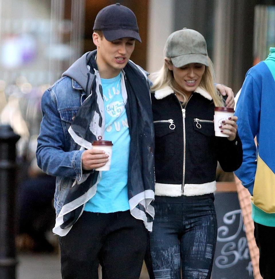 The pair were papped looking cosy as they got hot drinks together. Copyright: [Flynet]
