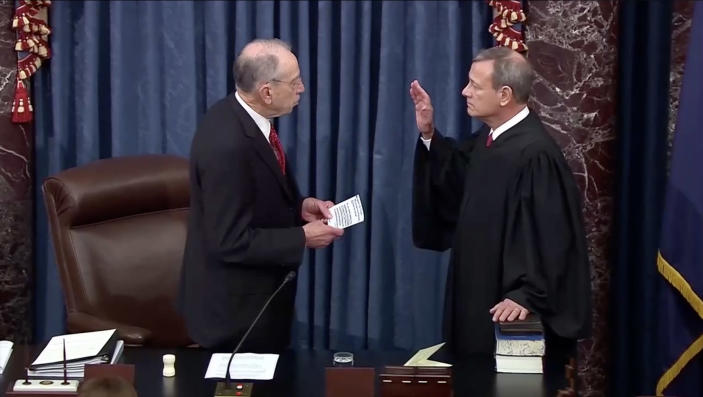 Sen. Chuck Grassley swears in Chief Justice John Roberts. (Screengrab via Yahoo News Video)