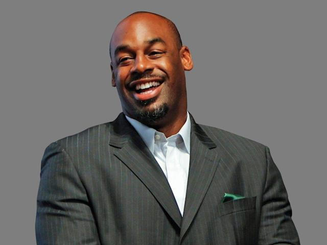 "Donovan McNabb wants <a class=""link rapid-noclick-resp"" href=""/nfl/players/29236/"" data-ylk=""slk:Carson Wentz"">Carson Wentz</a> to improve on the successes of <a class=""link rapid-noclick-resp"" href=""/nfl/players/25798/"" data-ylk=""slk:Nick Foles"">Nick Foles</a>. (AP)"