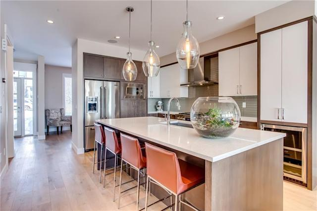 "<p><a href=""https://www.zoocasa.com/altadore-calgary-ab-real-estate/5081463-3916-17-st-sw-altadore-calgary-ab-t2t4p2-c4165364"" rel=""nofollow noopener"" target=""_blank"" data-ylk=""slk:3916 17 Street Southwest, Calgary, Alta."" class=""link rapid-noclick-resp"">3916 17 Street Southwest, Calgary, Alta.</a><br> The kitchen features quartz countertops and a glass-tiled backsplash.<br> (Photo: Zoocasa) </p>"