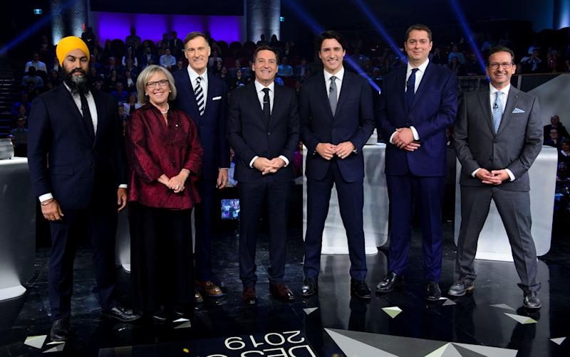 Host Patrice Roy from Radio-Canada, centre, introduces Federal party leaders, left to right, NDP leader Jagmeet Singh, Green Party leader Elizabeth May, People's Party of Canada leader Maxime Bernier, Liberal leader Justin Trudeau, Conservative leader Andrew Scheer, and Bloc Quebecois leader Yves-Francois Blanchet before the Federal leaders French language debate in Gatineau, Quebec, Canada, October 10, 2019. Sean Kilpatrick/Pool via REUTERS