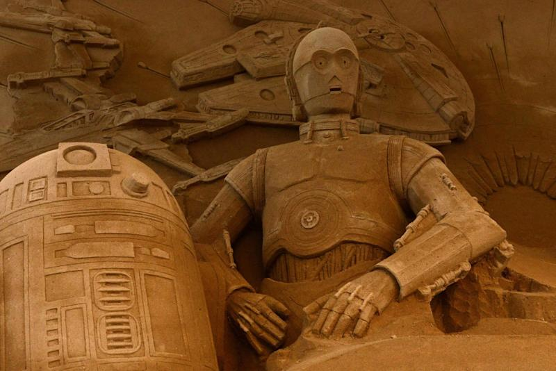 these star wars sand sculptures in japan are huge and super detailed