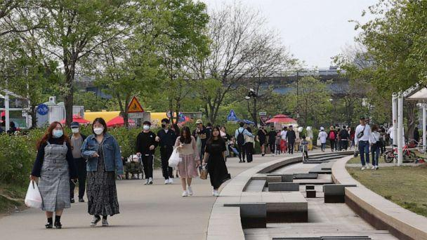 PHOTO: People visit a public park along the Han River in Seoul, South Korea, on April 30, 2020. South Korea on April 30 reported no new locally transmitted cases of COVID-19 for the first time since February. (Ahn Young-joon/AP)