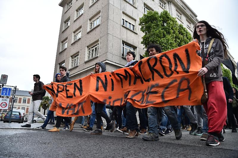 """Protesters hold a banner reading """"Neither Le Pen nor Macron"""" at a demonstration in the French city of Rennes (AFP Photo/JEAN-FRANCOIS MONIER             )"""