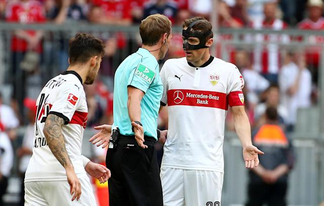 Soccer Football - Bundesliga - Bayern Munich v VfB Stuttgart - Allianz Arena, Munich, Germany - May 12, 2018 Stuttgart's Christian Gentner speaks with referee Sascha Stegemann REUTERS/Michael Dalder DFL RULES TO LIMIT THE ONLINE USAGE DURING MATCH TIME TO 15 PICTURES PER GAME. IMAGE SEQUENCES TO SIMULATE VIDEO IS NOT ALLOWED AT ANY TIME. FOR FURTHER QUERIES PLEASE CONTACT DFL DIRECTLY AT + 49 69 650050