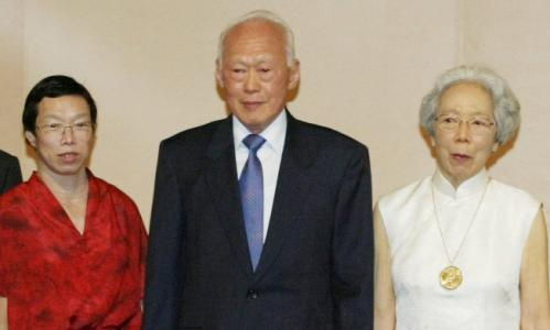 Singapore PM Lee Hsien Loong denounced by siblings
