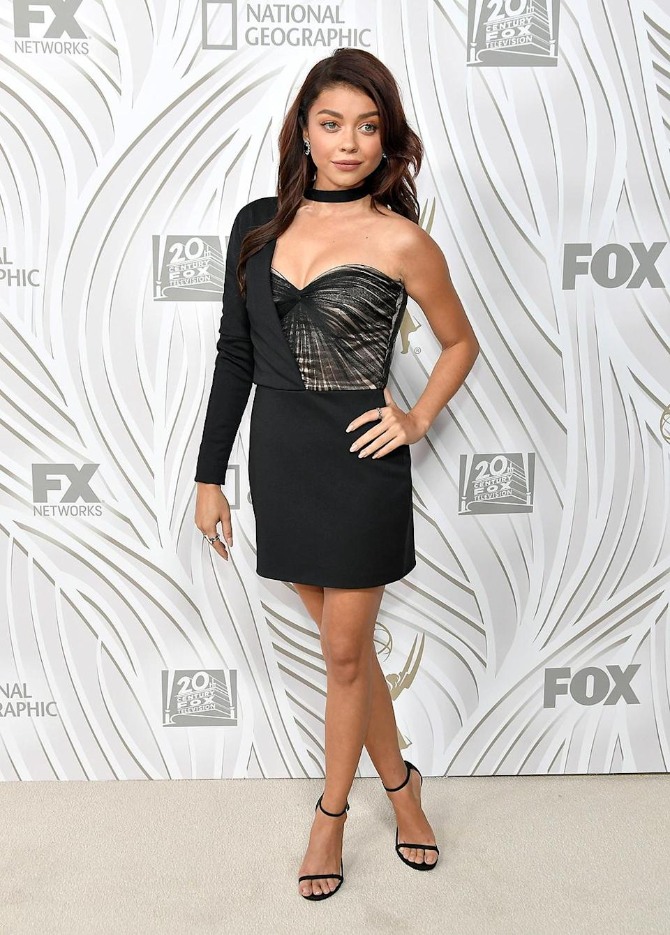 <p><em>Modern Family</em> star Sarah Hyland, making the scene solo after her breakup with Dominic Sherwood, attended the Fox Broadcasting Co., Twentieth Century Fox Television, FX, and <em>National Geographic</em> bash. (Photo: Neilson Barnard/Getty Images) </p>