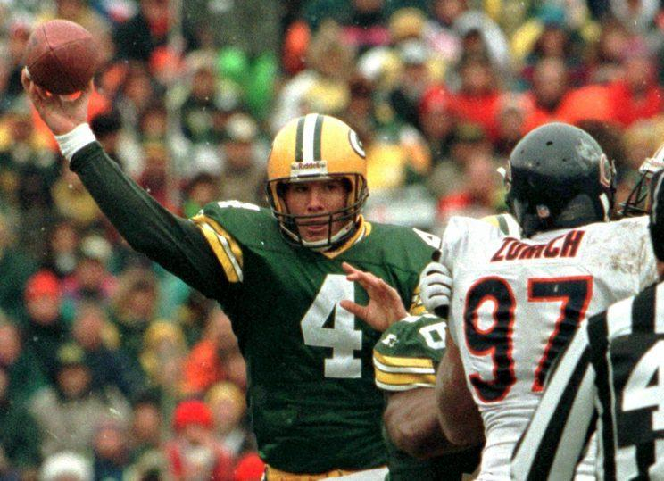 Brett Favre threw five touchdowns in a win over the Chicago Bears on Nov. 12, 1995 (AP)