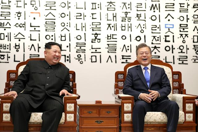<p>South Korean President Moon Jae-in talks with North Korean leader Kim Jong Un during their meeting at the Peace House at the truce village of Panmunjom inside the demilitarized zone separating the two Koreas, South Korea, April 27, 2018. (Photo: Korea Summit Press Pool/Pool via Reuters/Reuters) </p>