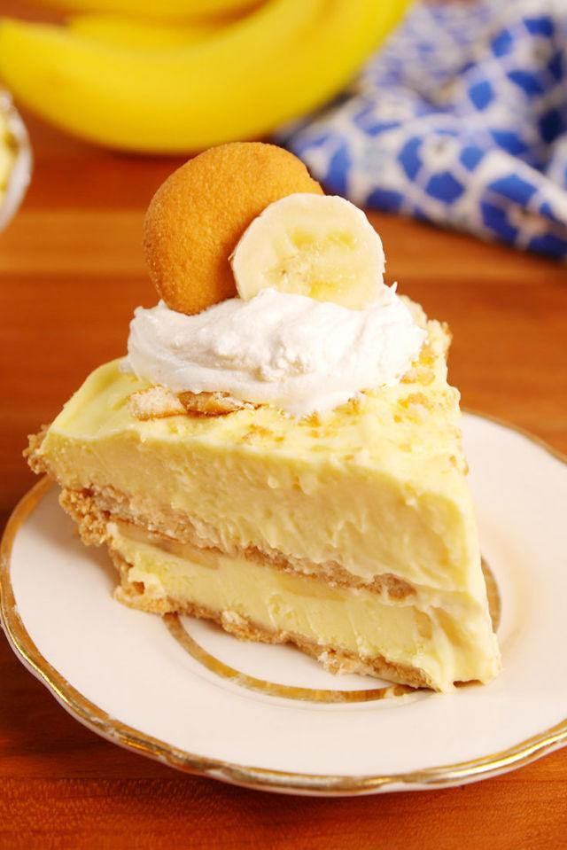 "<p>When two of your favorite desserts become one.</p><p>Get the recipe from <a rel=""nofollow"" href=""http://www.delish.com/cooking/recipe-ideas/recipes/a52780/banana-pudding-cheesecake-recipe/"">Delish</a>.</p>"