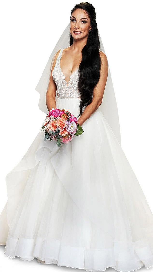 Vanessa holds pink bouquet in MAFS promo