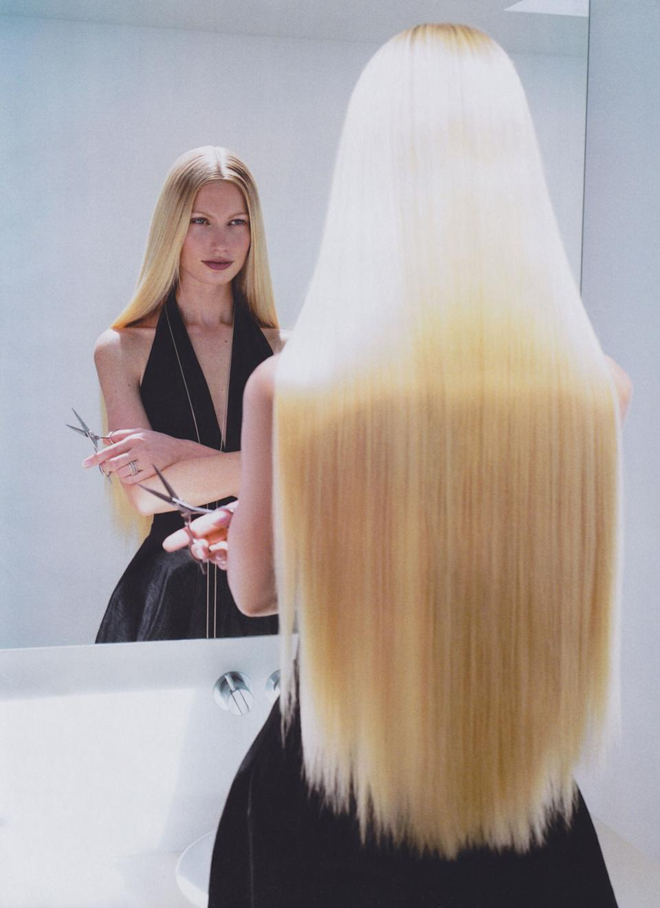 """<h1 class=""""title"""">Kirsty Hume</h1><cite class=""""credit"""">Photographed by Michael Thompson, <em>Vogue</em>, November 2000</cite>"""