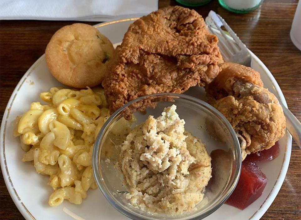fried chicken with mashed potatoes and mac and cheese