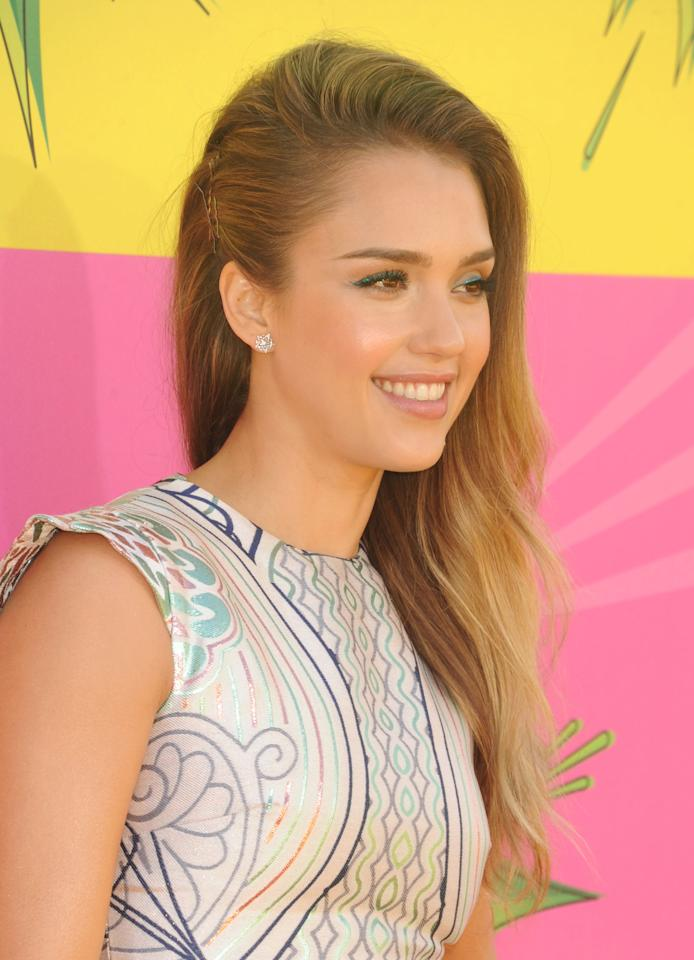 Jessica Alba is like Gwyneth Paltrow in the making. She arrives in a tribal-print frock. She accentuates her eyes with today's Spring trend: colored eyeliner.