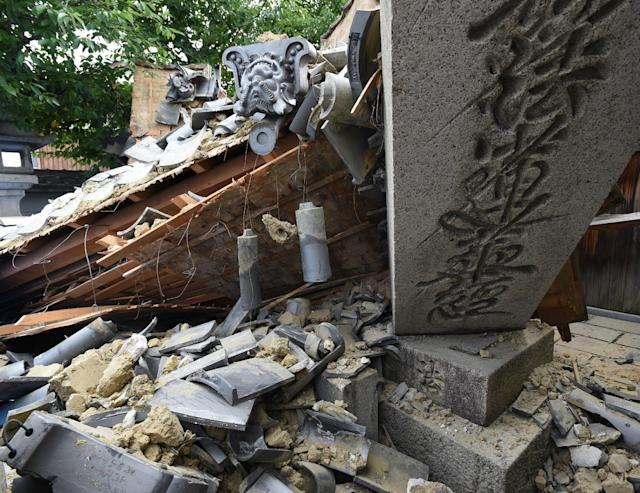<p>This picture shows a collapsed house following an earthquake in Ibaraki City, north of Osaka prefecture on June 18, 2018. (Photo: STR/AFP/Getty Images) </p>