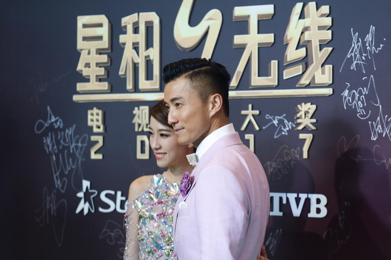 <p>Elaine Yiu and Joel Chan pose for photographers on the green carpet during their attendance at the StarHub TVB Awards 2017 at Marina Bay Sands Expo Hall. (Photo: Don Wong for Yahoo Lifestyle Singapore)</p>