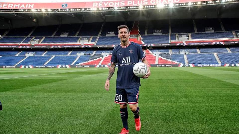 Lionel Messi makes Ligue 1 debut as PSG beat Reims
