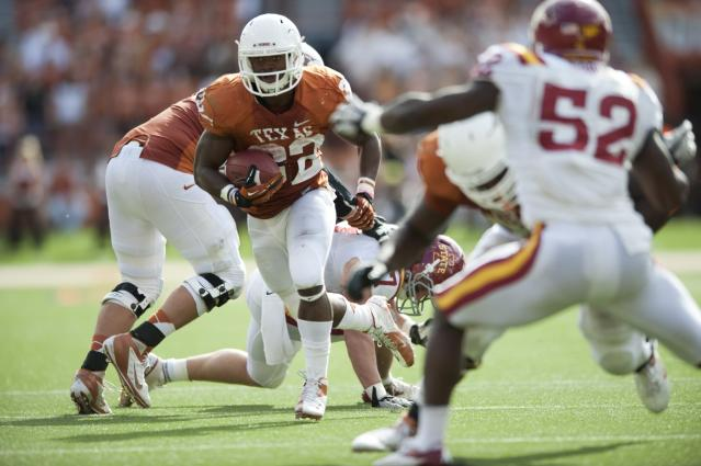 AUSTIN, TX - NOVEMBER 10: Johnathan Gray #32 of the Texas Longhorns breaks free during the Big 12 Conference game against the Iowa State Cyclones on November 10, 2012 at Darrell K Royal-Texas Memorial Stadium in Austin, Texas. (Photo by Cooper Neill/Getty Images)