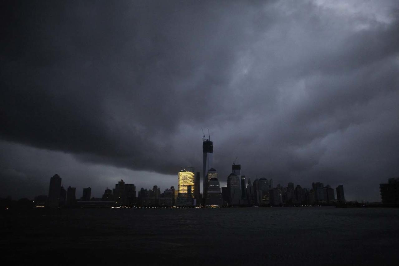 A general view from Exchange Place shows the skyline of lower Manhattan in darkness after a preventive power outage caused by giant storm Sandy in New York October 30, 2012. Millions of people in the eastern United States awoke on Tuesday to flooded homes, fallen trees and widespread power outages caused by Sandy, which swamped New York City's subway system and submerged streets in Manhattan's financial district. More than two-thirds of the U.S. East Coast's refining capacity was shut down and fuel pipelines idled due to Hurricane Sandy. Early assessments show the region's biggest plants may have escaped without major damage. REUTERS/Eduardo Munoz