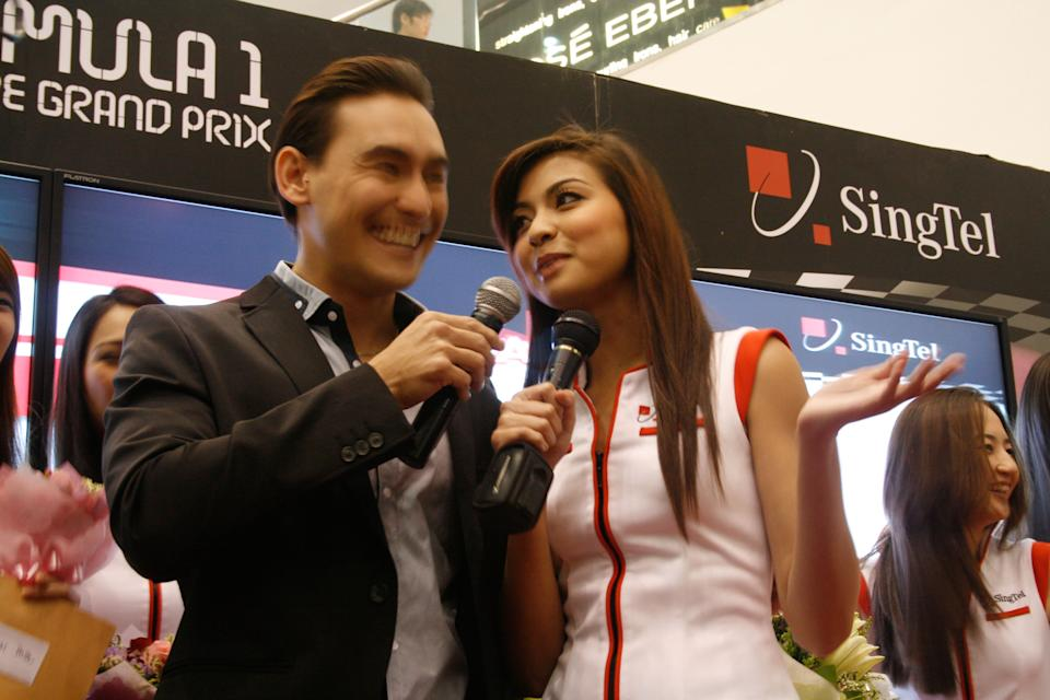Nadiah being interviewed by Paul Foster. (Yahoo! photo)