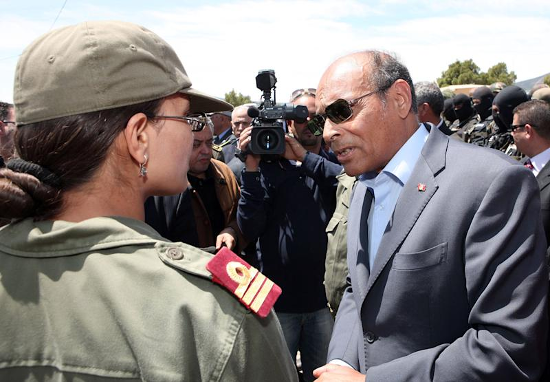 This photo provided by the Tunisian Presidency shows Tunisian President Moncef Marzouki visiting military officers in Jebel Chaambi, western Tunisia and close to the Algerian border, Tuesday, May 7, 2013. Tunisia's Defence Ministry says the army has surrounded a group of armed militants holed up in a mountain stronghold protected by homemade fertilizer bombs. (AP Photo/Tunisian Presidency)