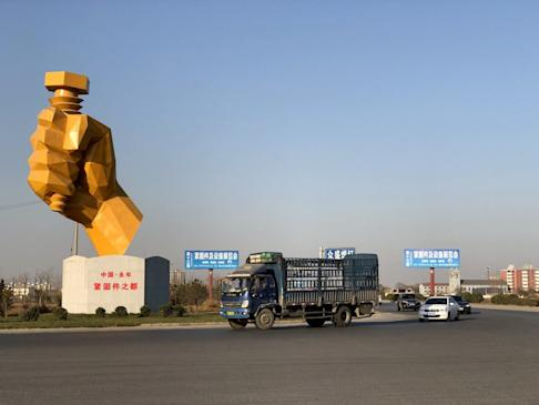 A statue celebrating Yongnian's reputation as the capital of China's fastener industry. Photo: Orange Wang